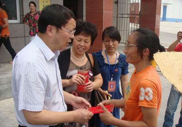 省总党组书记、副主席罗茂乡赴遂宁开展送清凉活动