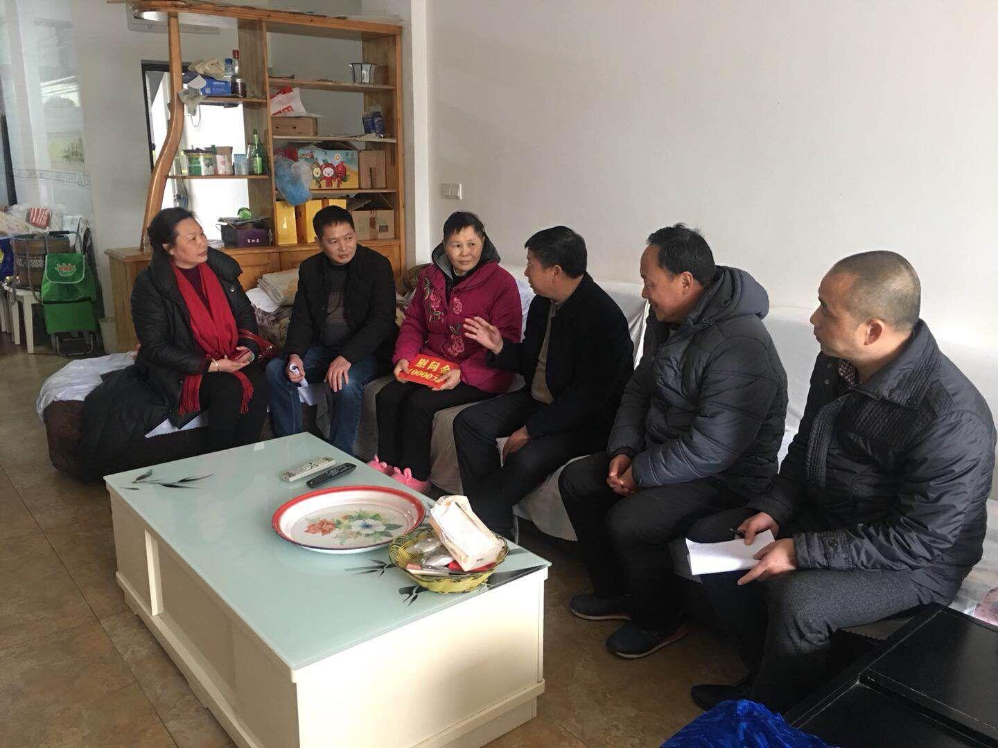 泸县总工会开展入户送温暖活动!''