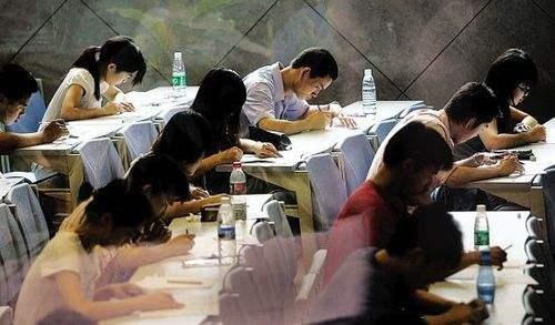 多省份启动公务员招录面试 公务员面试怎么考?