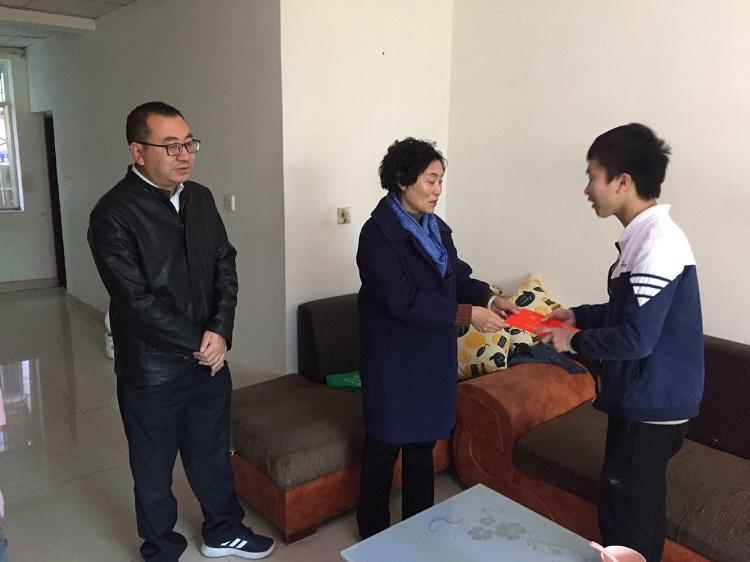 凉山州总工会开展金秋助学回访活动!''