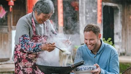 外国人拍中国美食必打卡