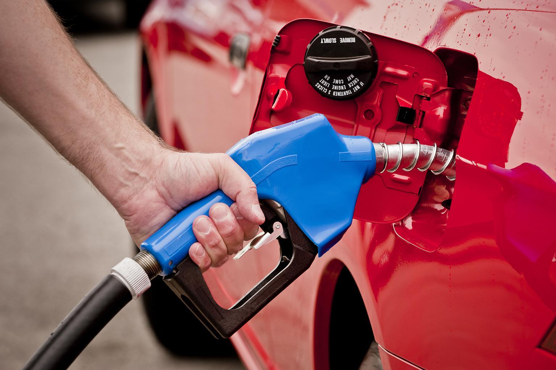 """油价或首迎""""八连涨"""" 机构预计下轮调价将降价"""